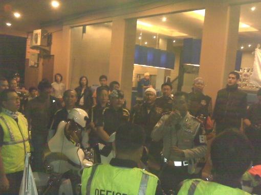 Menyanyikan Indonesia Raya