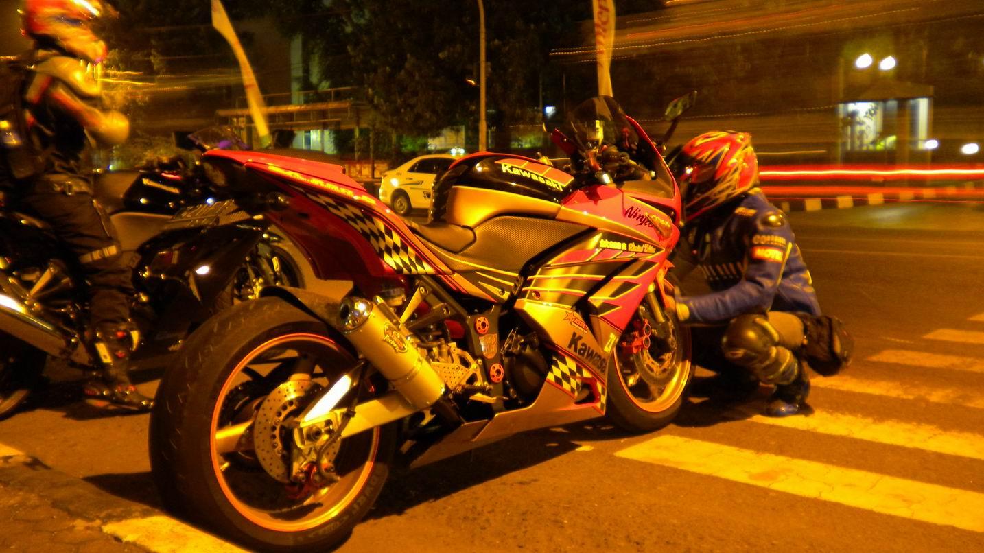 Gambar Lucu Motor Ninja Bawa Rumput Perangmeme