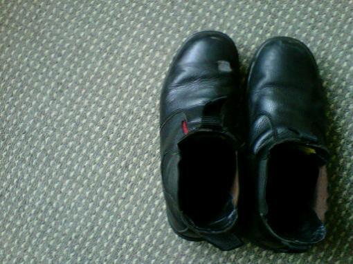 sepatu yang rajin beribadah