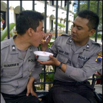 polisi menerima suap