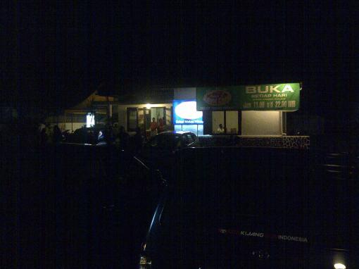 warung Subang Cantik ketika malam